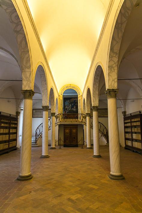 """Der Bibliothekssaal der """"Abbazia territoriale di Monte Oliveto Maggiore"""""""