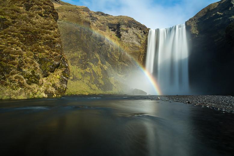 Der Skógafoss ist ein Wasserfall im Süden Islands.