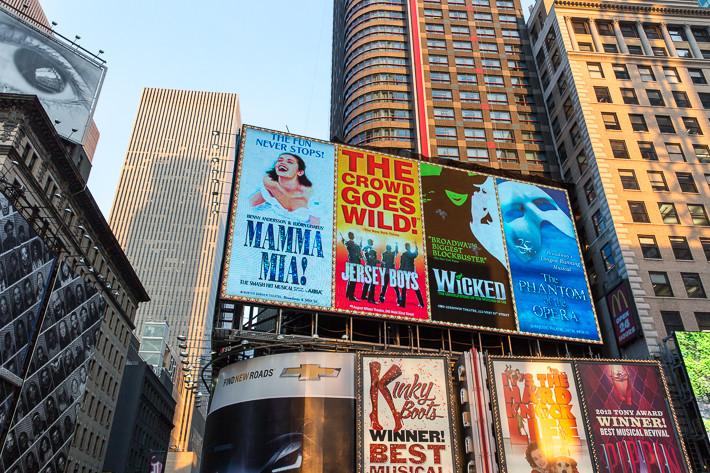 Der Broadway ist das Zentrum des Theaterwesens (vor allem bekannt wegen der zahlreichen Musicalaufführungen).