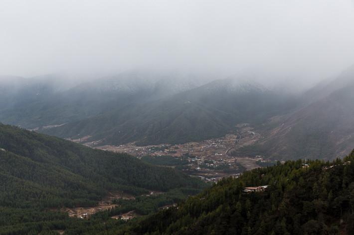 Regen- und Schneewolken zogen im Laufe des Tages über die Berge ins Tal von Paro.