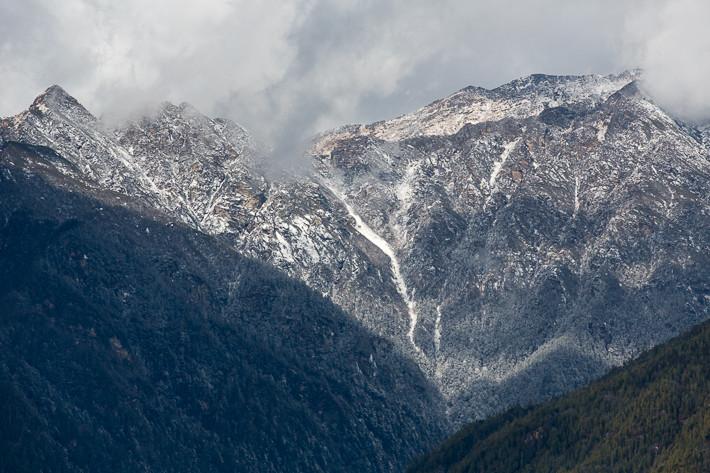 Und hier noch eine Fotografie der gegenüberliegenden Bergkette; fotografiert mit dem Tele-Objektiv.