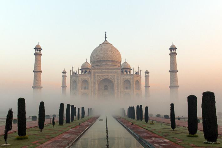 DER perfekte Moment: Taj Mahal kurz nach Sonnenaufgang in Bodennebel gehüllt!
