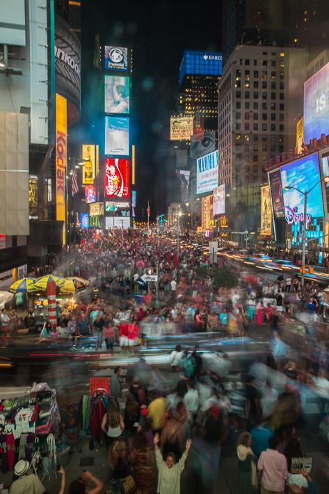 Der Times Square ist berühmt für seine zahlreichen Leuchtreklametafeln.