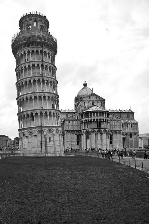 Der Schiefe Turm mit Dom.