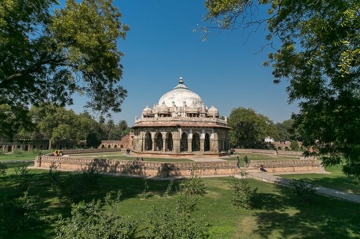 Isa Khan´s Grabmal mit umliegender, achteckiger Gartenanlage