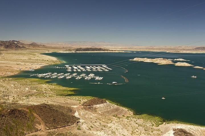 Lake Mead - der Hoover Dam bietet einen View Point auf den See.