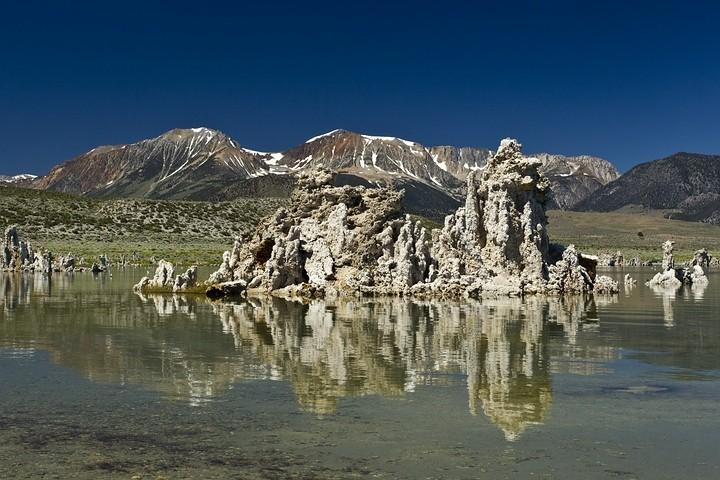 Der Mono Lake ist ein Natronsee und bietet fantastische Ausblicke.