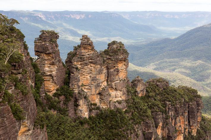 Three Sisters vom Echo Point: Die drei Schwestern Meehni (922m), Wimlah (918 m) und Gunnedoo (906 m).