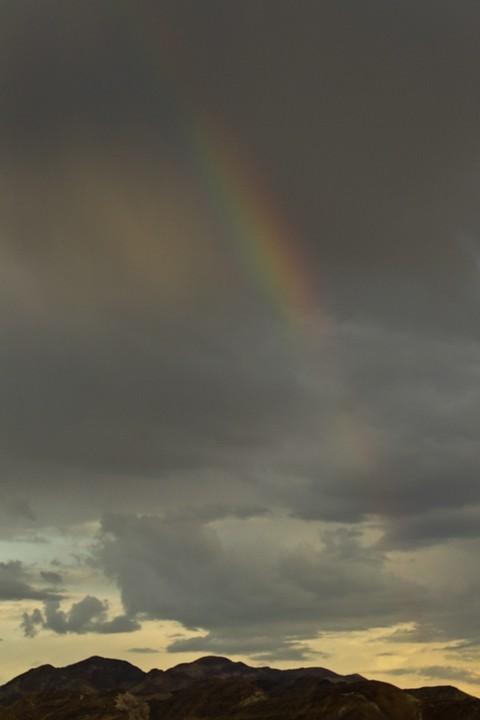 Unmittelbar nach Sonnenuntergang began es leicht zu regnen und kurz war ein (doppelter) Regenbogen zu sehen.