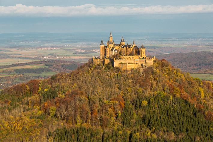 Burg Hohenzollern im Herbst.