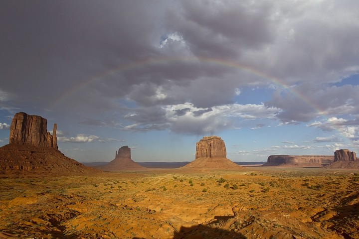 "Ein ""kompletter Regenbogen"" am Monument Valley."