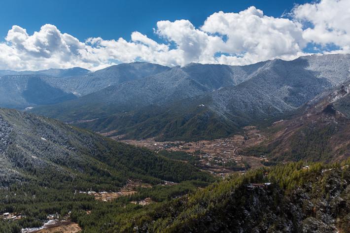 Im Tal von Paro war - trotz seiner Höhe von 2.400 Metern - kein Schnee. Erst in den Bergen ab einer Höhe von ca. 2.800 Metern lag Schnee.