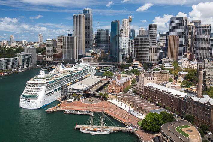 Skyline von der Sydney Harbour Bridge aus gesehen.