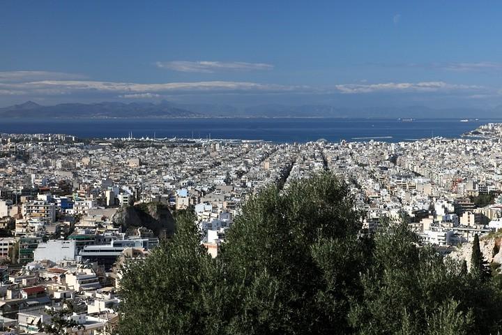 Blick vom Philopáppos auf den Saronischen Golf.