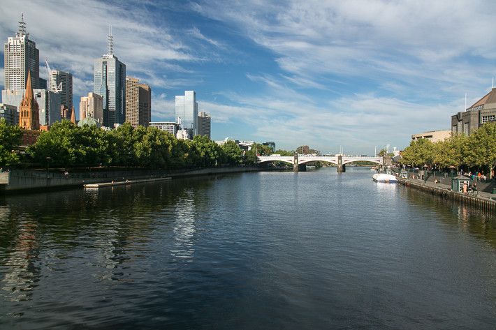 Das Zentrum Melbournes: Das zentrale Geschäftsviertel ist links und Southbank rechts