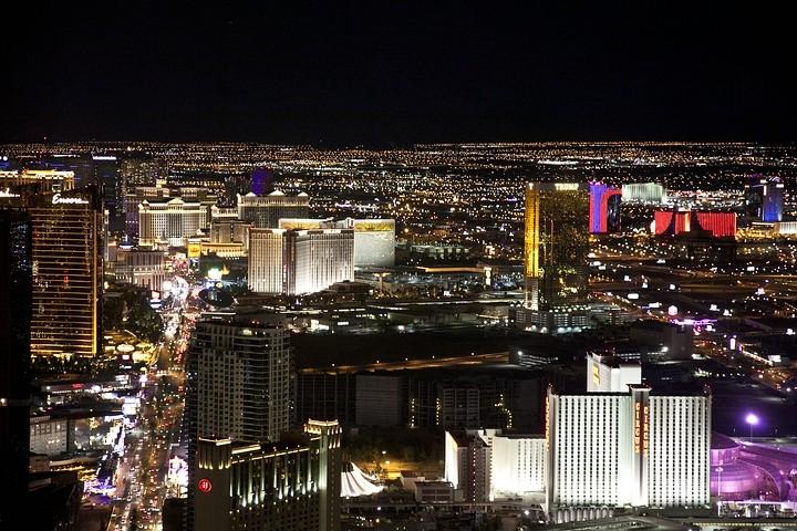 Las Vegas bei Nacht - fotografiert vom Stratosphere Tower (Hotel Stratosphere Las Vegas).