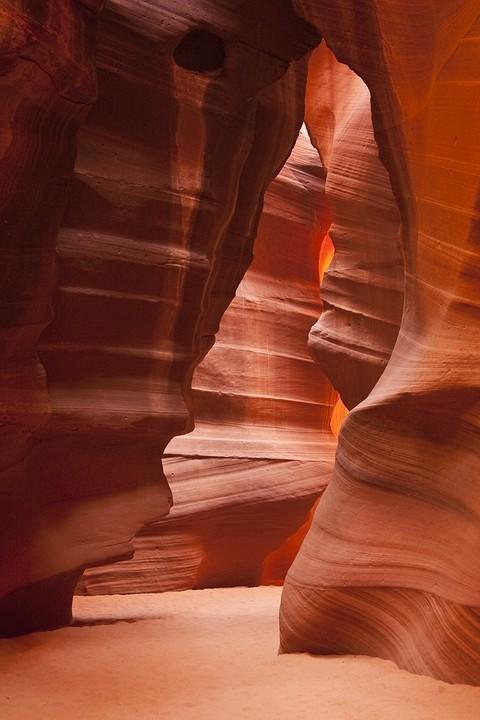 Der Upper Antelope Canyon ist bis zu 44m tief und hat eine Länge von ca. 400m.