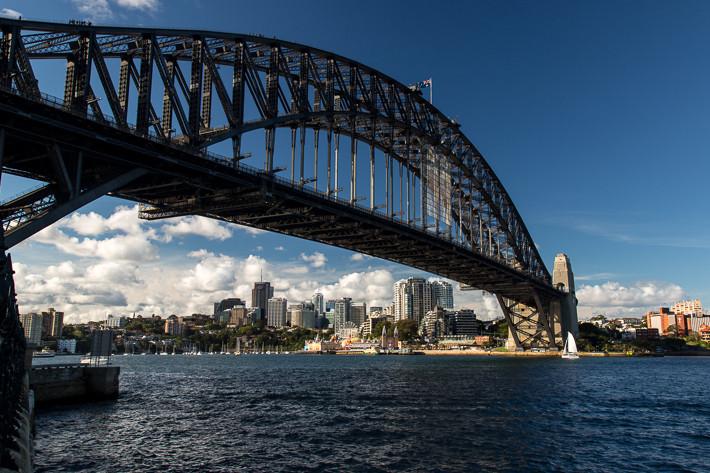 """Die Brücke ist auch unter dem Spitznamen """"coat hanger"""" (""""Kleiderbügel"""") bekannt."""