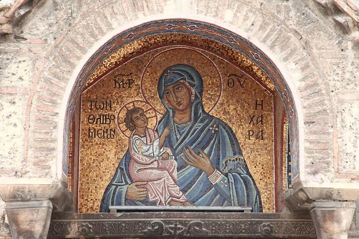 Ikone aus dem vorderen Außenbereich der Kapnikarea-Kirche. Diese byzantinische Kreuzkuppelkirche stammt aus dem 11. Jahrhundert.