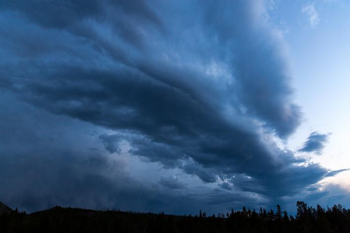 Gewitterstimmung am Abend (zur blauen Stunde).