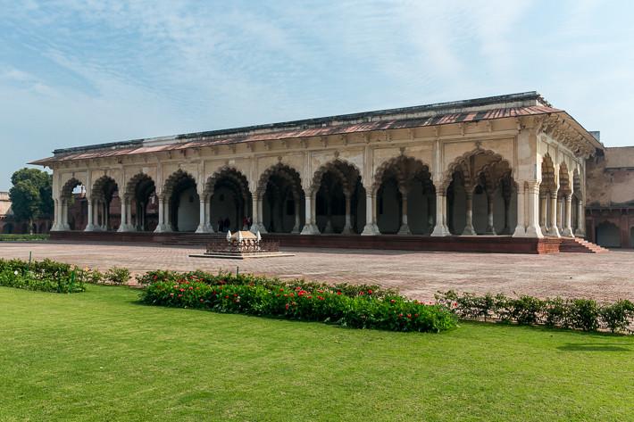 Außenansicht des von drei Seiten zugänglichen Diwan I Am