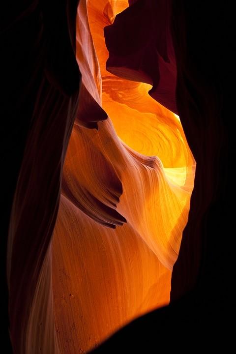 Die Canyons liegen in der Navajo-Nation-Reservation in Arizona und werden von den Diné (Navajo) betreut.