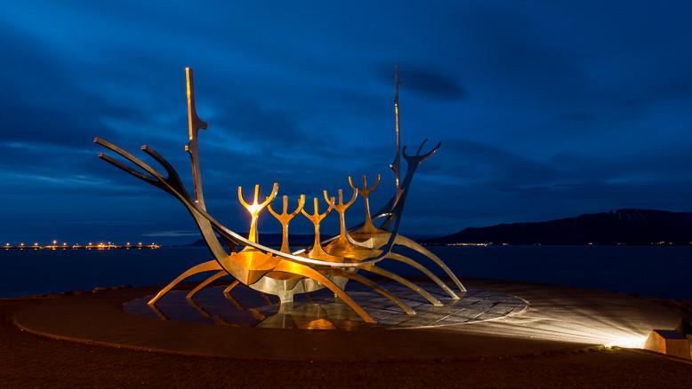 Sólfar / Sonnenfahrt; die Skulptur stellt ein Wikingerschiff dar