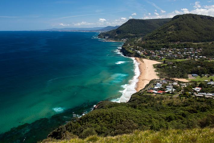 """Ausblick auf den """"Stanwell Park Beach Reserve"""" an der Tasmansee."""