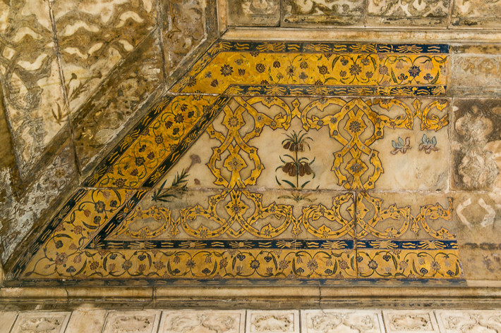 Die heute nur noch gräulich zu erkennenden Ornamente wurden einst aus Gold gemalt.