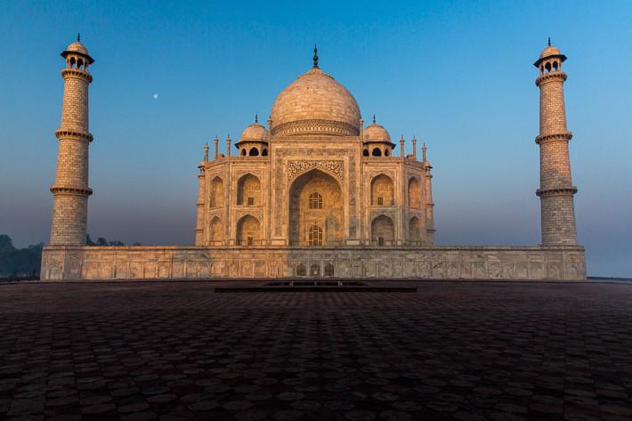 Taj Mahal vom Jawab Gästehaus aus, noch menschenleer.