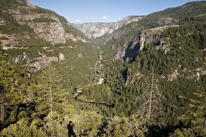 Blick auf die Ausläufer des Yosemite Valley von der Big Oak Flat Road aus gesehen.