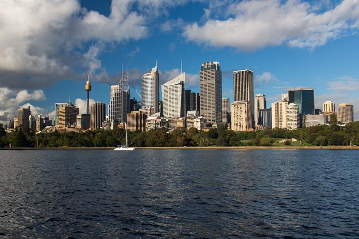 Sydney ist das Industrie-, Handels- und Finanzzentrum Australiens und ein wichtiger Tourismusort.