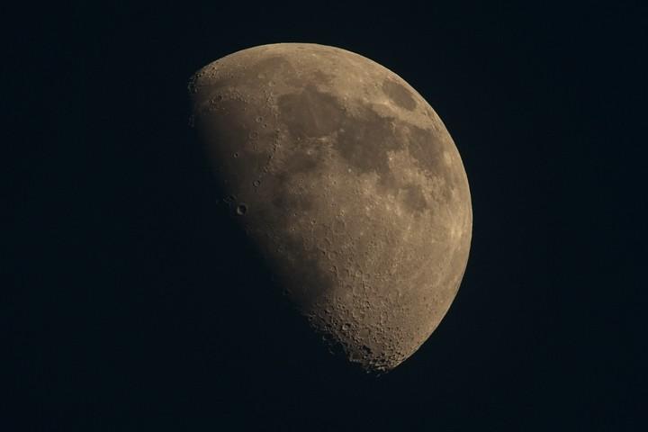 Der Mond erstrahlte so herrlich am wolkenlosen Himmel.