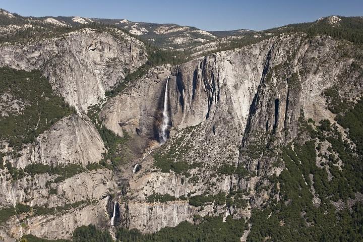 Atemberaubender Blick auf die Yosemite Falls. Vom Tal aus sind sie nie zusammen zu sehen.