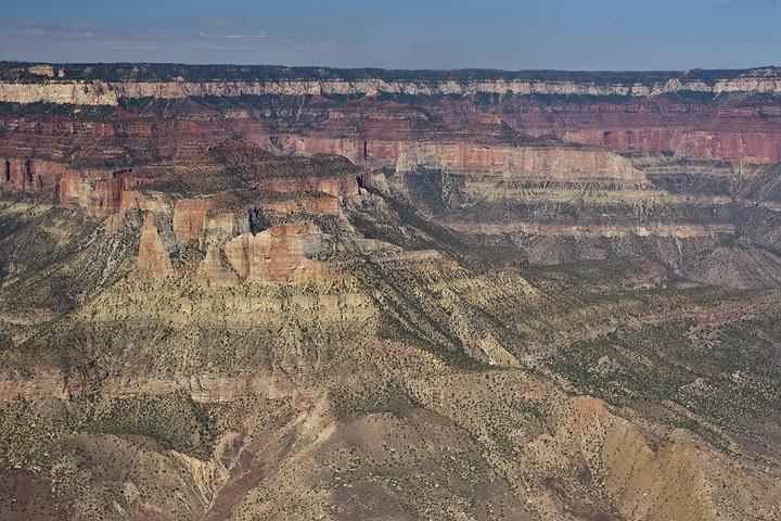 Die Gesteinsschichten im Grand Canyon wurden vom Colorado River in Millionen von Jahren ausgewaschen.
