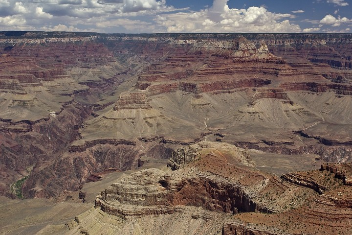 Gesteinsschichten des Colorado-Plateaus am Grand Canyon.