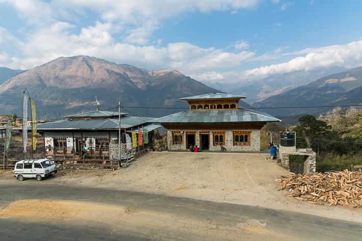 Ausblick vom Teehaus auf die Bergkette des Himalaya.