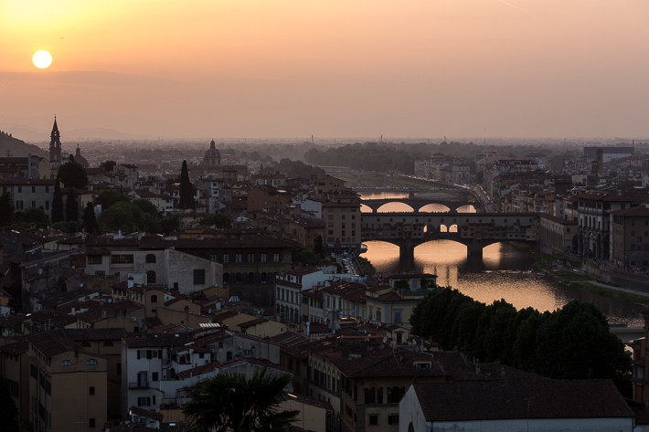 Vom Piazzale aus blickt man aufs Zentrum von Florenz - wie hier auf die Ponte Vecchio.