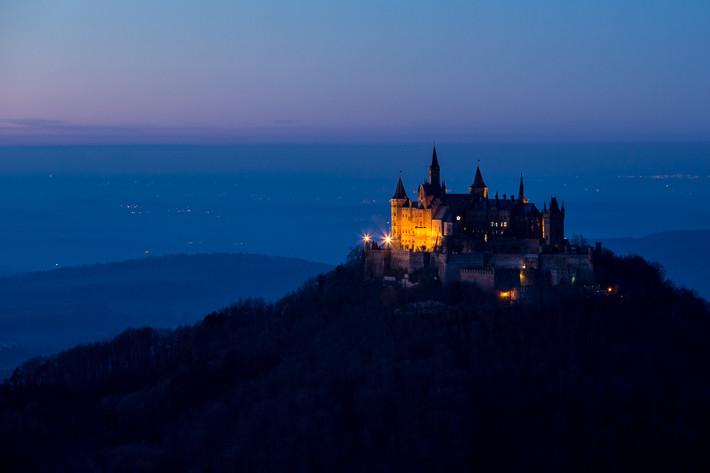 Am Abend: Blaue Stunde an der Burg.