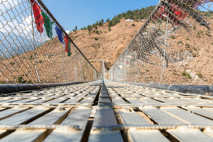 Hängebrücken aus Eisen gibt es in Himalaya seit dem 15. Jahrhundert.