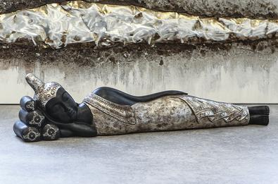 Liegender Buddha mit Gewand antik finish 18x80x13 cm 89,00 €