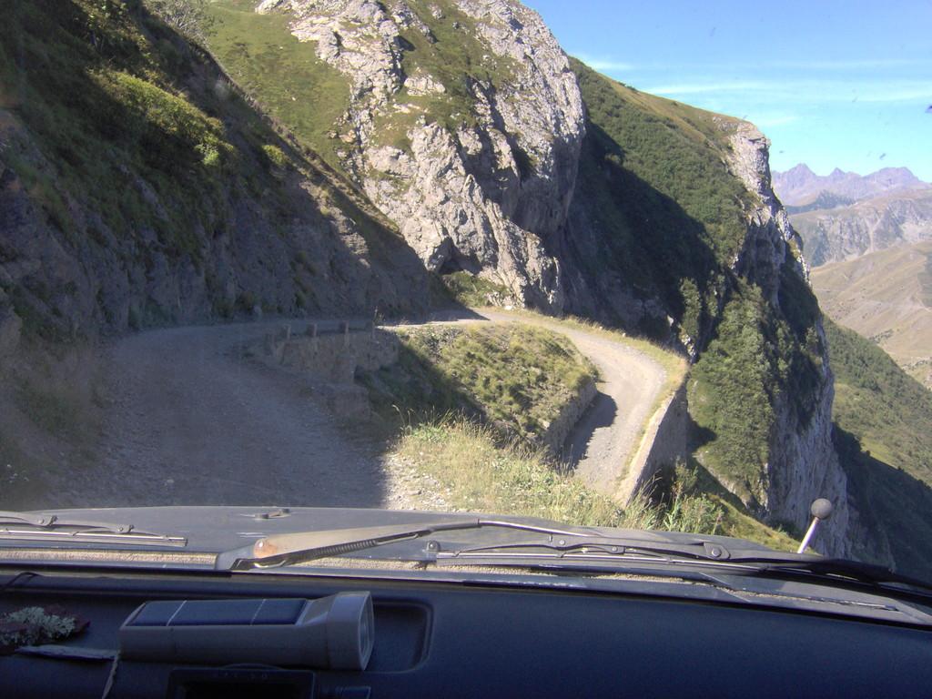 die ganze Strecke ab Colle de la Boaria bis Tenda gesperrt sei