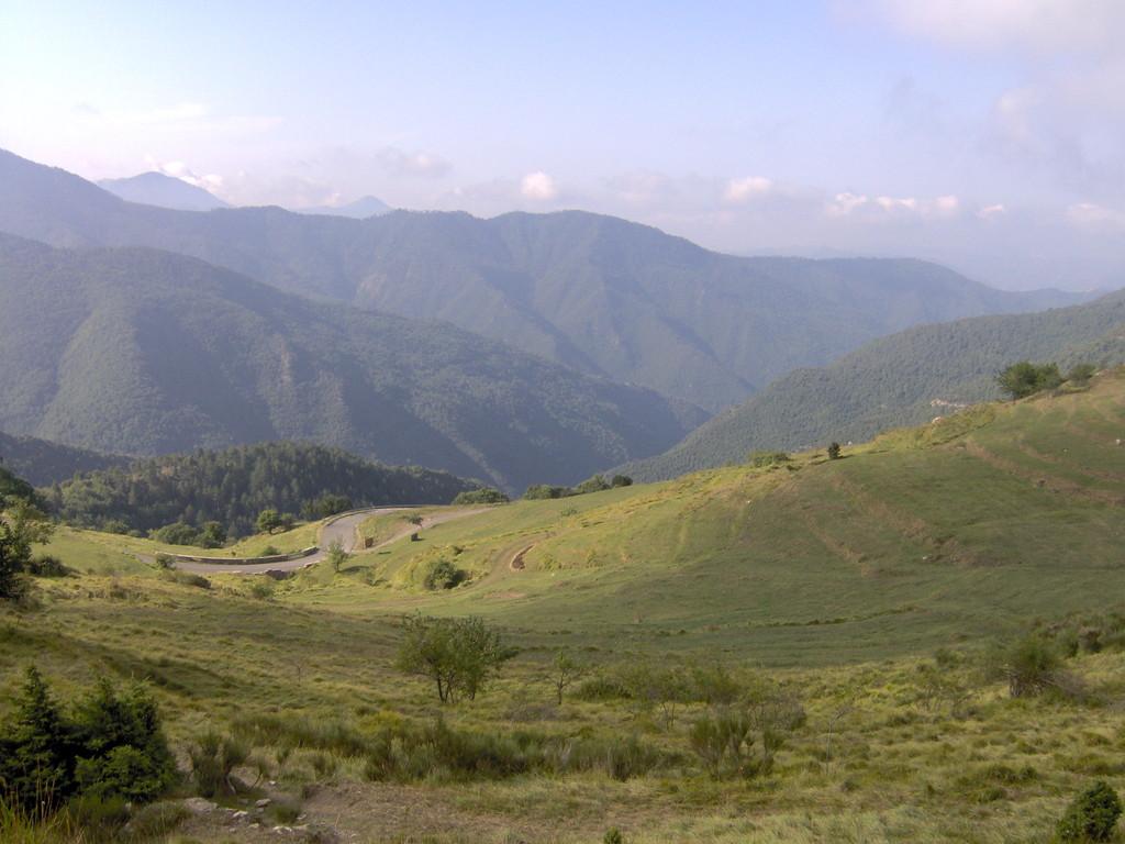 und sofort nach Italien rüber und rein in den Aufstieg zur ligurischen Grenzkammstrasse