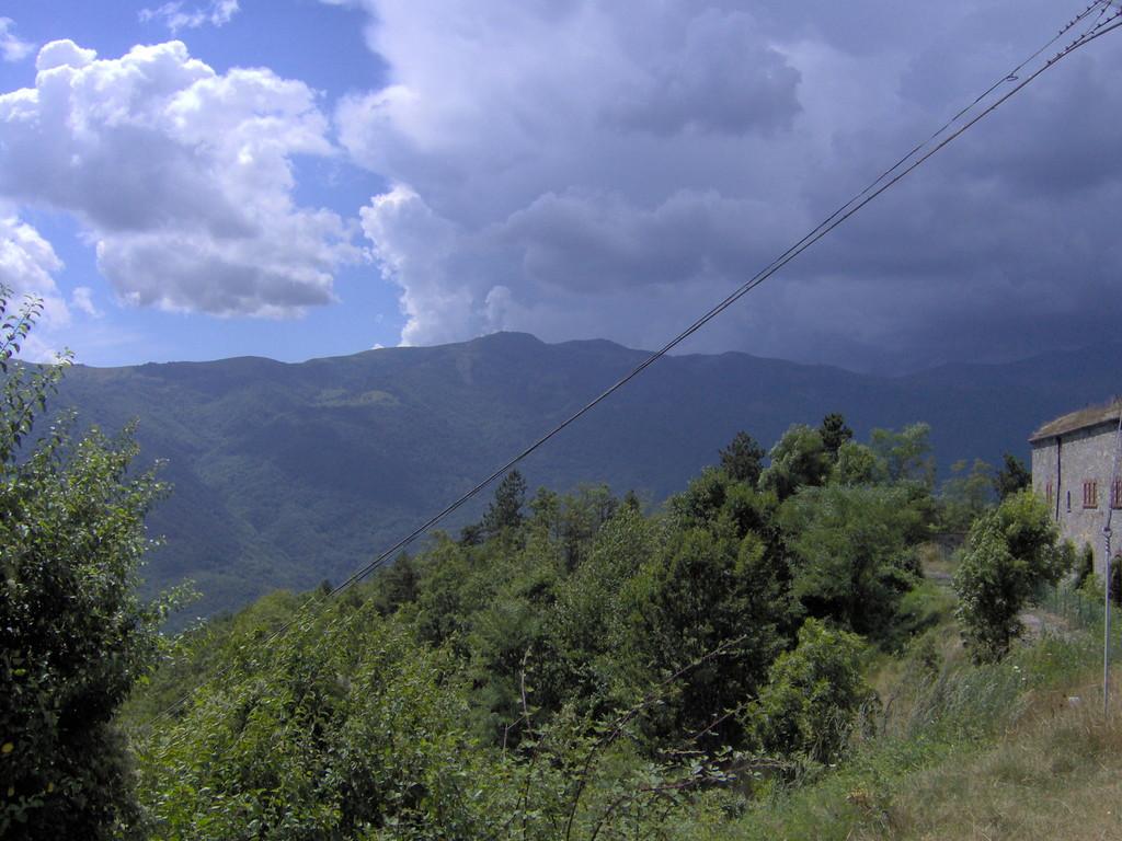 lädt sich am Saccarello drüben übel was aus und hinterlässt einen weissen Zucker bis auf 1700 Meter.