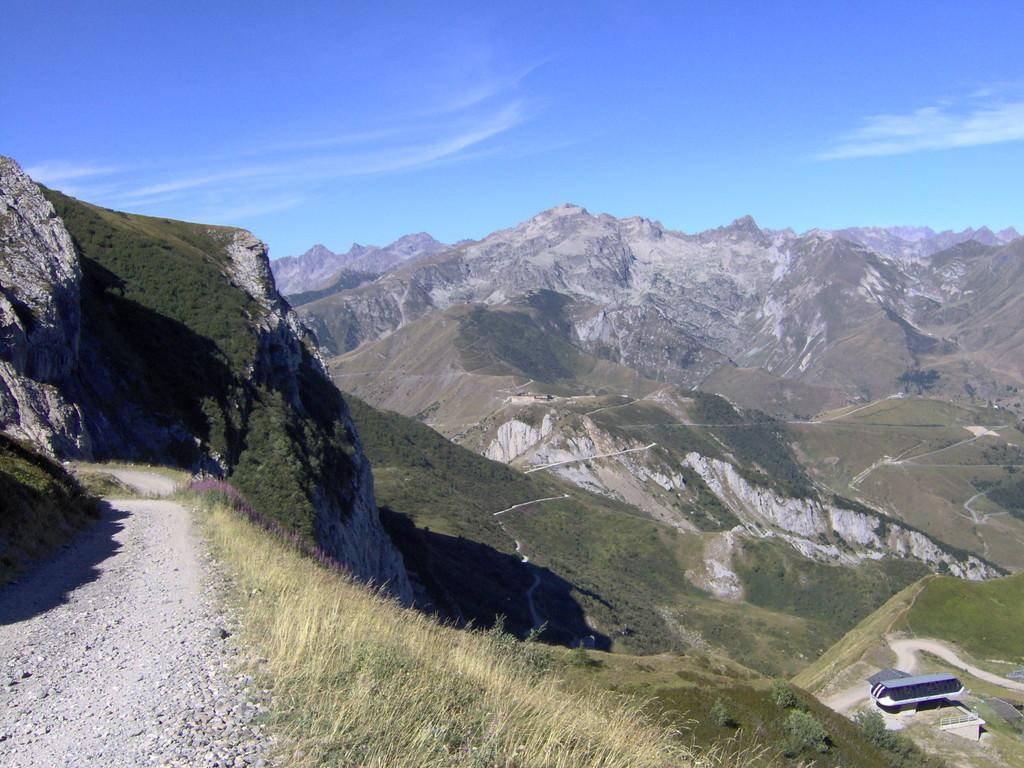 dass wegen einem 3-tägigen Freiluft TV-Musikspektakel auf der dortigen Alp