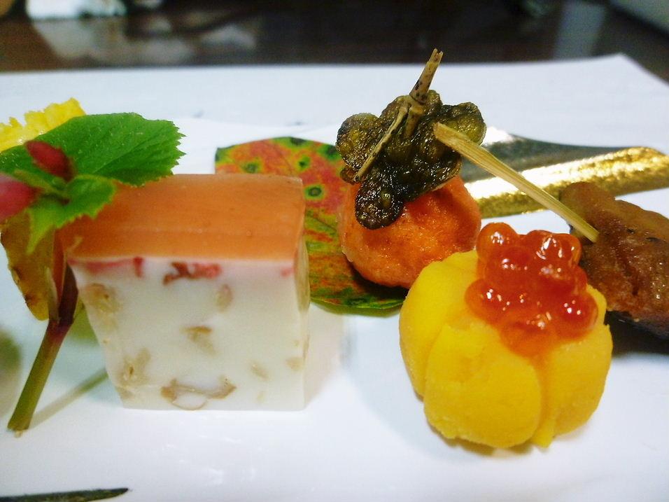 前菜 「色づきの秋」 自然薯の黄身ずし 鮭しんじょう 他