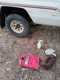 Reifen Panne - Am Reparieren