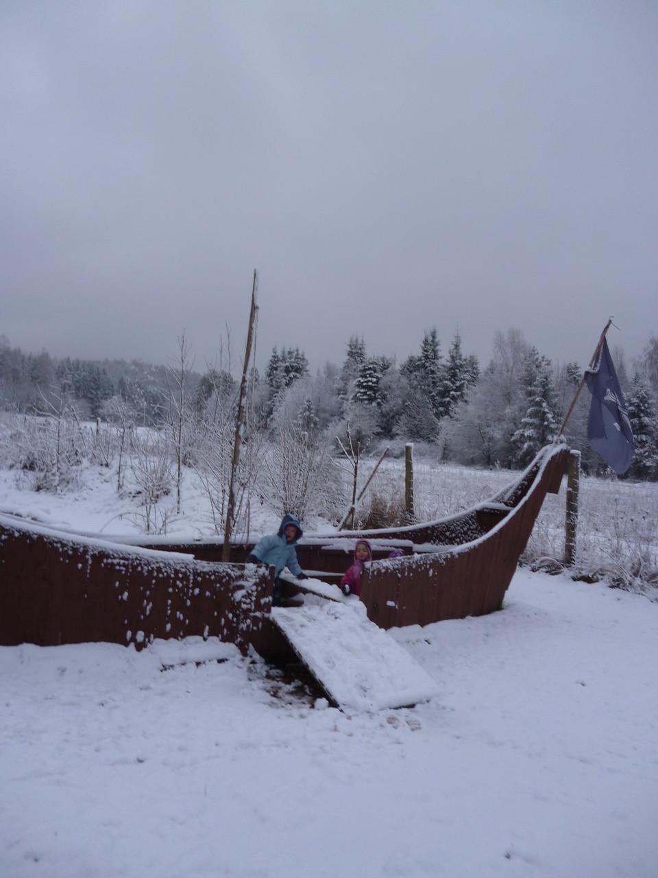 ...genießen den Schnee...