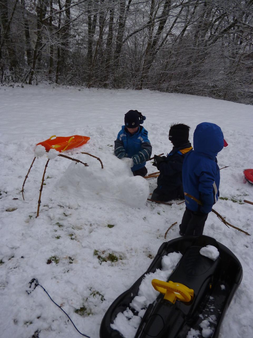 ...bauen eine Schneespinne...