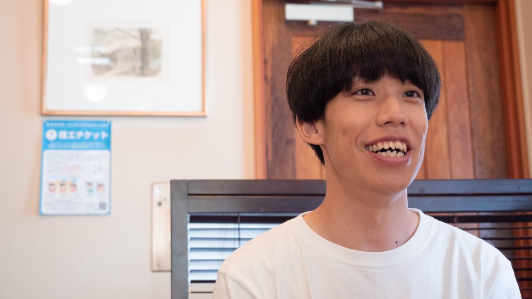 「一流の助手席芸人を目指す」夢を叶えるため地元で奮闘する吉本芸人